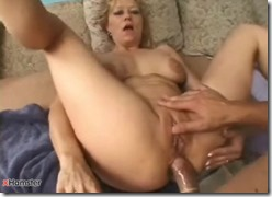 Mature babe happy to experience anal